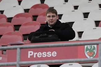 Auf der vollbesetzten Pressetibühne in Worms; Foto: Eick Rösch
