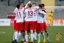 12.11.2016; Fussball; Regionalliga Südwest; KSV Hessen Kassel - FK Pirmasens; im Bild v.l.n.r.: Torjubel nach dem 2:0 durch Henrik Giese (KSV Hessen Kassel) Foto: Hedler